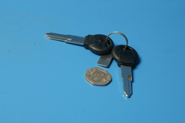 Blank keys pair long shank two grooves Sym 35111-M70-000-C new