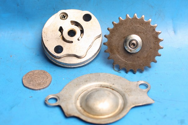 oil pump with drive sprocket & cover used