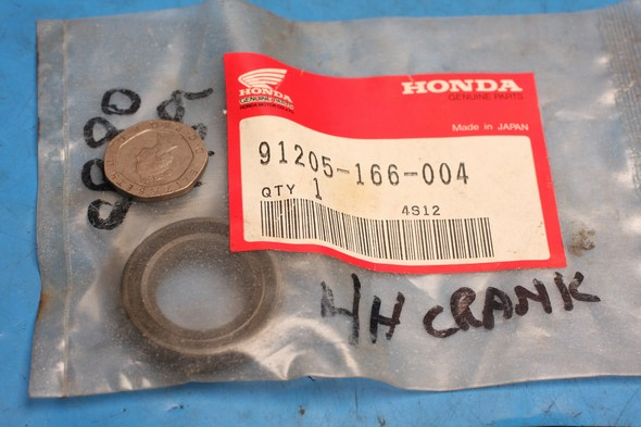 Oil seal L/H crank genuine honda CR80 new