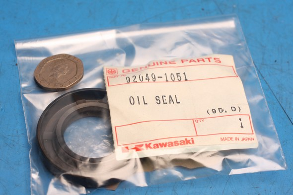 Oil seal R/H crank genuine kawasaki KDX250 new
