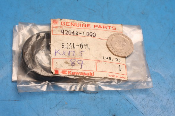 Oil seal crankcase genuine kawasaki KX125 NOS