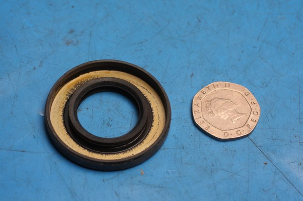 Oil Seal gear box yamaha DT125 RD125