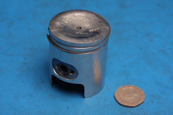 Piston kit 0.5mm ovesize fits various honda yam 50cc