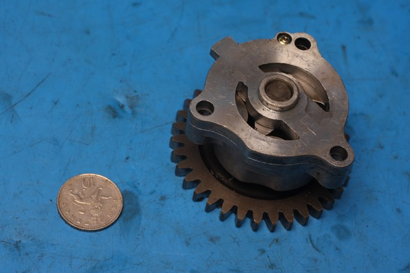 Oil pump and drive gear Hyosung GT650 used