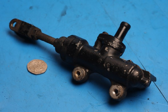 Brake master cylinder rear Suzuki GS500 used