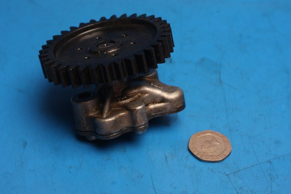 Oil pump and drive gear used Honda CBF125