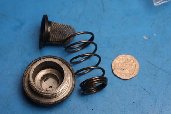 Oil sump bolt assembly missing seal fits various scooters used