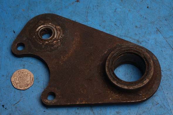 Unidentified bracket / mount plate Norton used