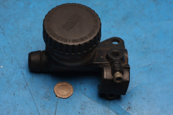 Brake master cylinder front Norton 55-0340 used