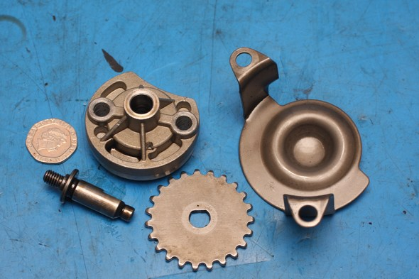 Oil pump, gear, shaft, retainer plate Keeway Superlight 125 used