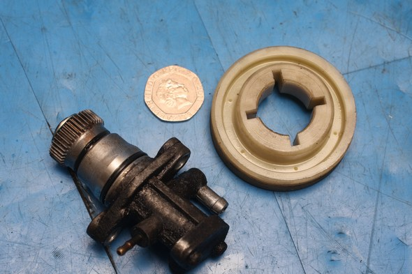 Oil pump and drive gear Aprilia Rally 50 used