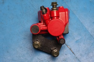 Brake caliper front red Baotian and CPI models - Click Image to Close