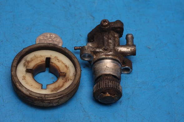 Oil pump and drive gear Yamaha Aerox YQ50 used