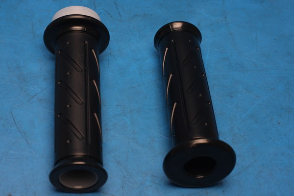 Right or left hand grip VJ125 53140/53166-BA4-0000