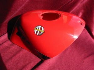 Cover petrol tank in red complete with decals 0740111000166