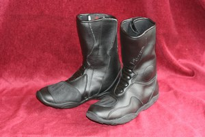 Deuce boot UK size 3 new